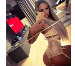 Mailyse facesitting escorts in Hamilton, UK